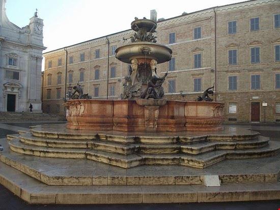 91122 loreto fontana maggiore loreto