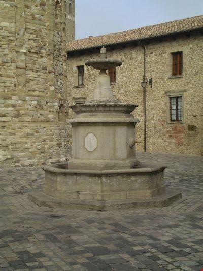 fontana san leo