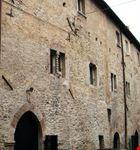Il medievale Palazzo dei Melatino (XIII sec.) - particolare della facciata.