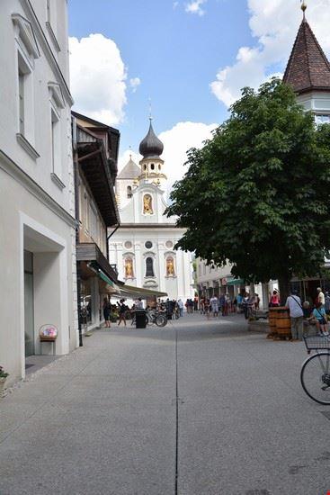 Scorcio su contrada e Chiesa San Michele