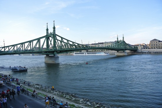 Foto ponte di buda a budapest 550x368 autore luca for Disegni di ponte a 2 livelli
