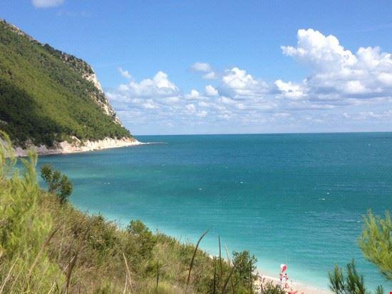 Spiaggia Sassi neri