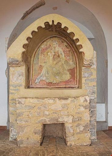 Madonna che allatta Fondi