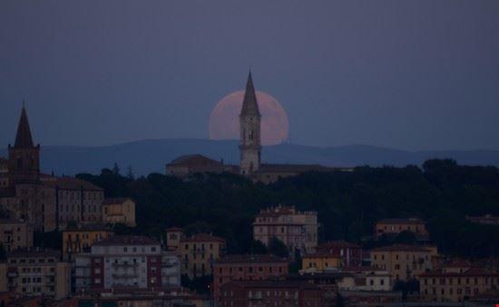AlbadiPlenilunio (FullMoonRise) sul campanile di S.Pietro