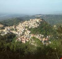 Veduta del borgo medievale dal Monte Tiriolo