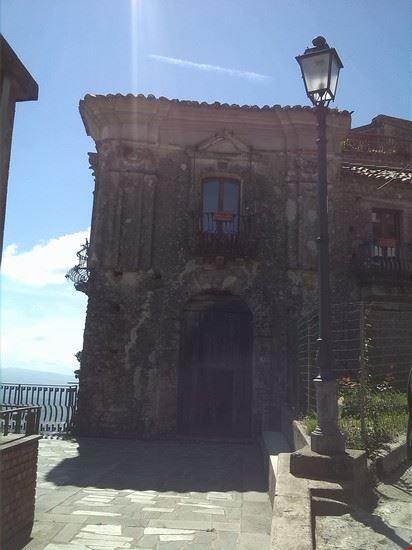 Portale di Palazzo Schettini-Le Piane (XVI sec.)