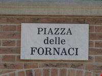 Targa con scritto il nome di Piazza delle Fornaci