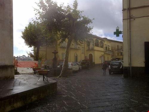 La piazzetta principale di Scala