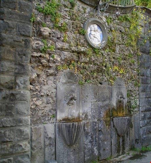 fontane di via cavour - gallicano