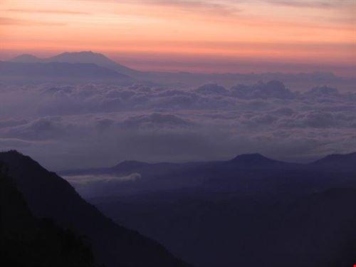 sopra le nuvole prima della alba