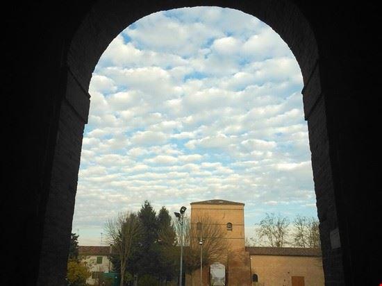Il torrione del Castello visto da dentro il primo cortile
