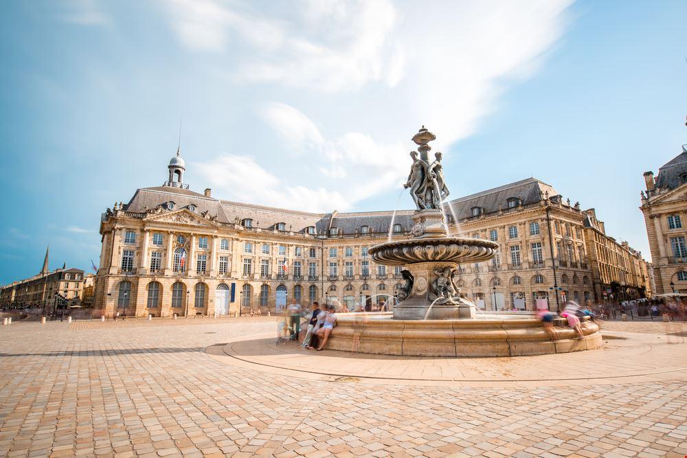 Bordeaux Piazza della Borsa_674601799