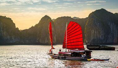 Ha Long Bay 900x600