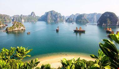 Ha-long Bay vietnam 900x600
