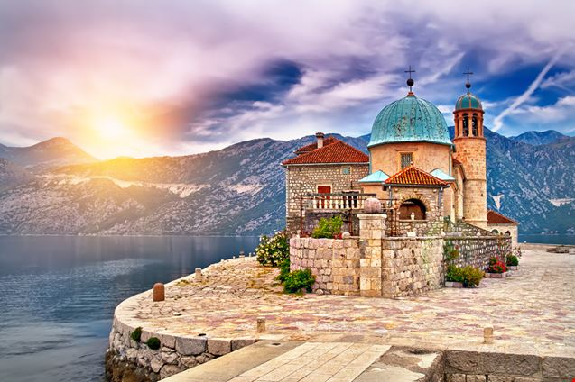 Nostra Signora delle Rocce a Kotor, viaggio sull'isola artificiale del Montenegro