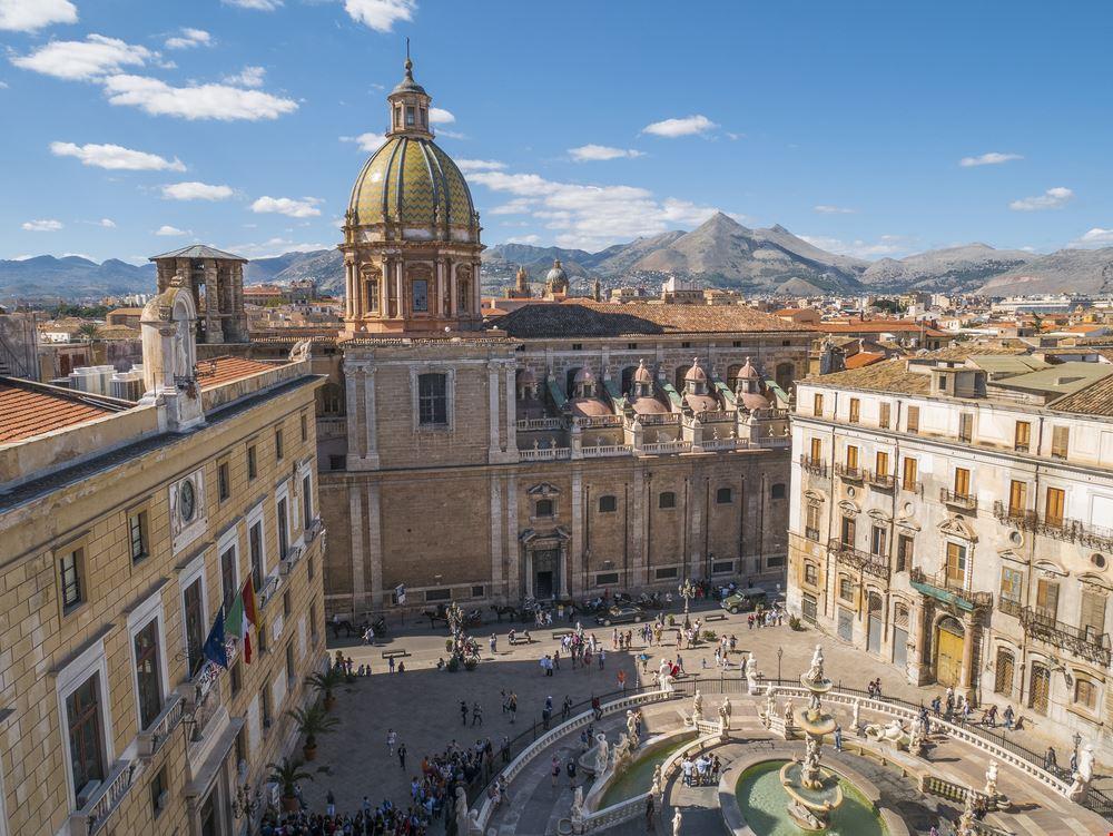 Palermo piazza pretoria_740970856