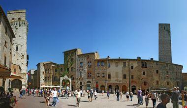 San Gimignano Piazza_162359603