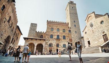San Gimignano Piazza_404809135