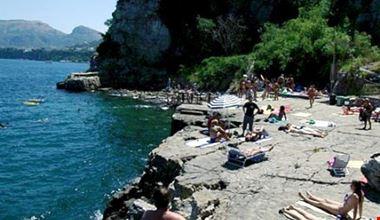 Spiaggia privata rocciosa