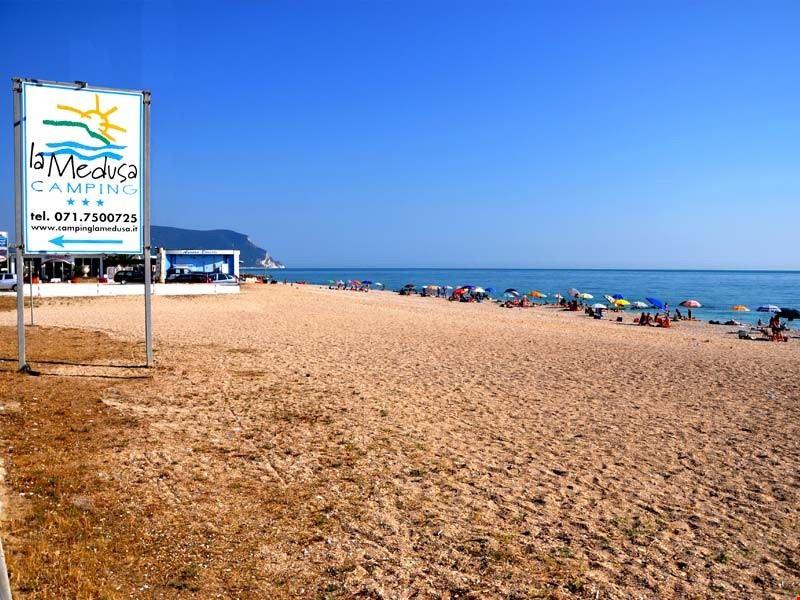 La spiaggia del campeggio a Porto Recanati