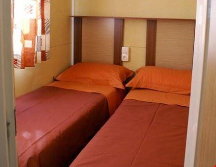 Camera da letto dei bungalow