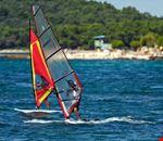 Windsurf nel mare della Croazia