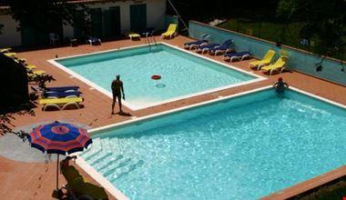 Villaggio con piscine