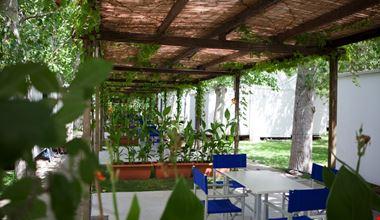 Tavoli in ombra