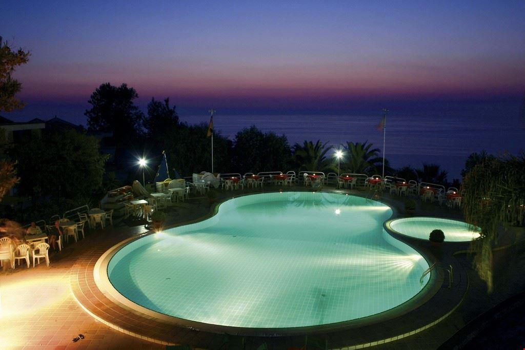 Hotel Villaggio con piscina in Calabria