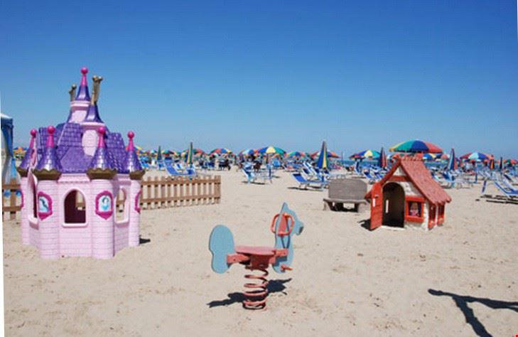 Camping con area giochi sulla spiaggia