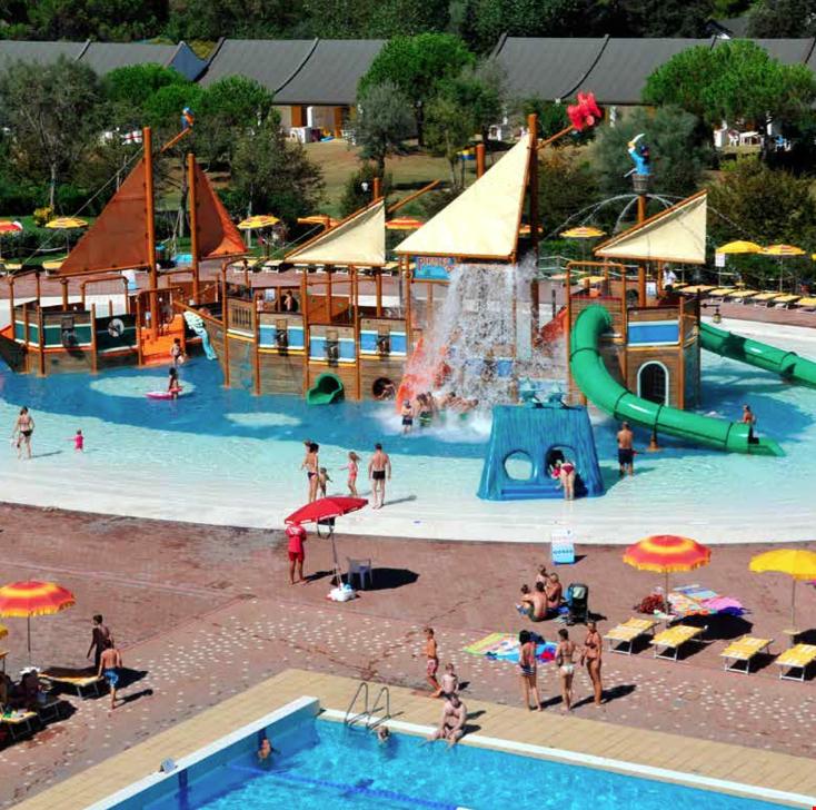 Piscina con giochi acquatici per bambini