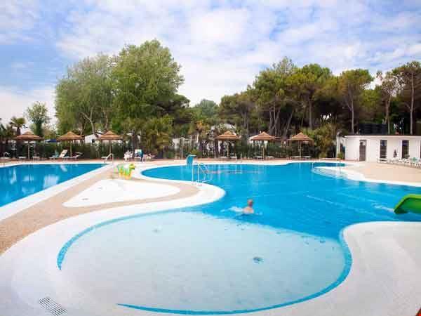 La piscina del Camping Village Vela Blu
