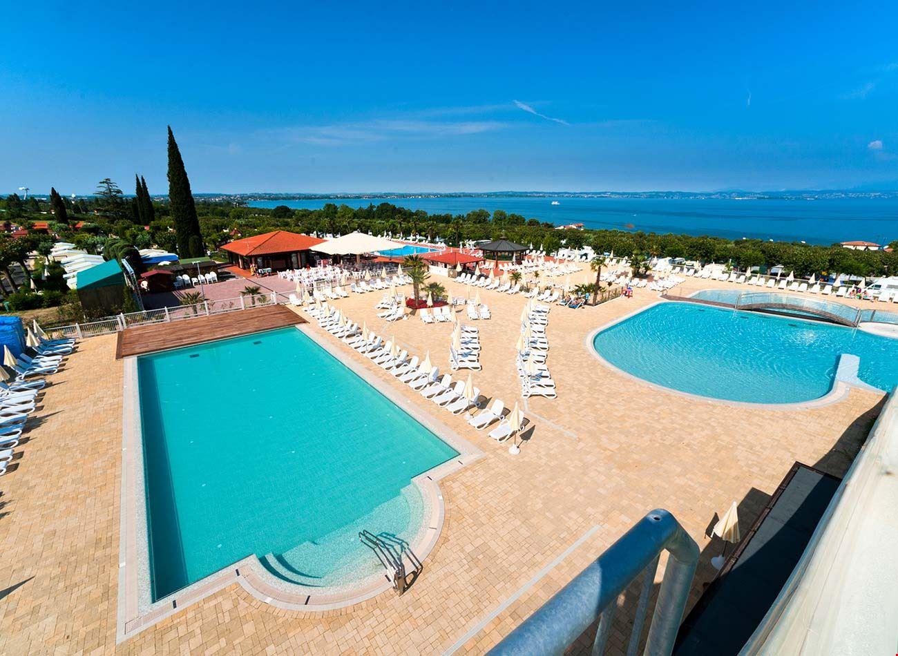 Camping con piscine sul Lago di Garda