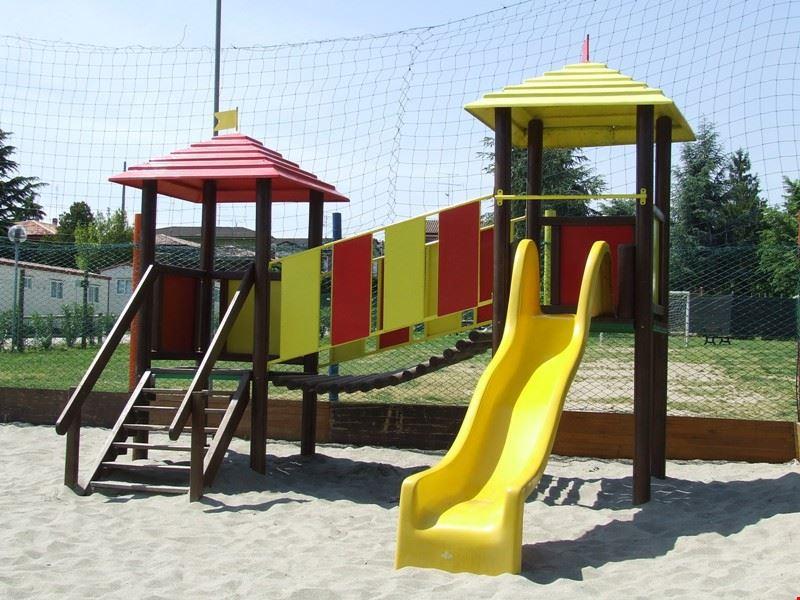 Camping village con parco giochi per bambini