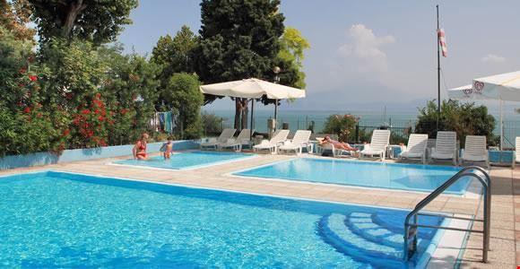 Camping con Piscina per bambini, Lago di Garda