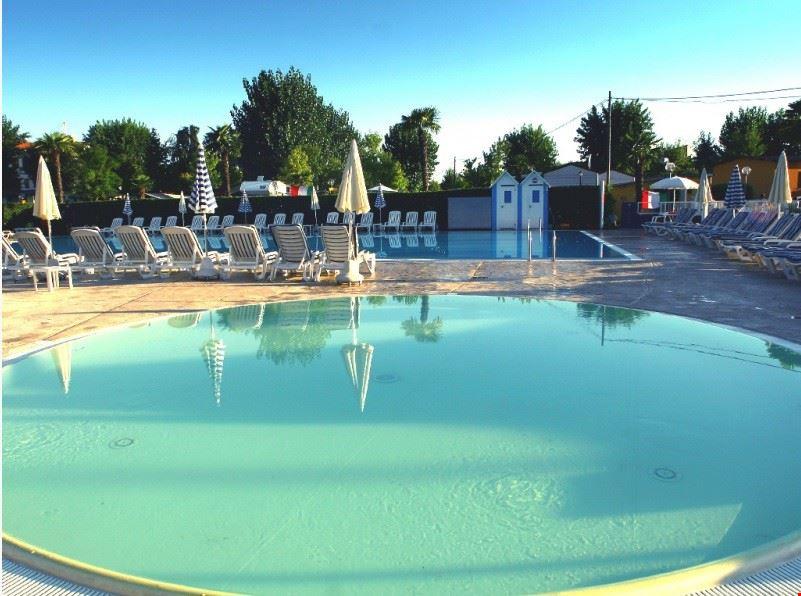 Camping Village con piscina per bambini, Peschiera del Garda