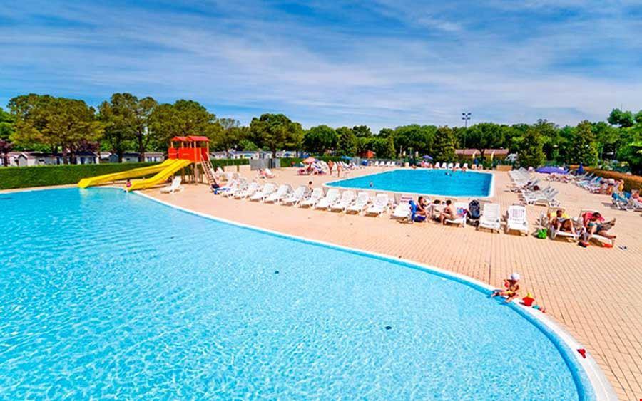 Camping con piscina sul Lago di Garda