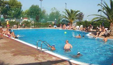 Camping Residence con piscina a Monopoli