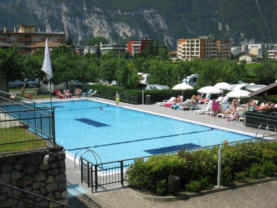 La piscina del Camping Brione