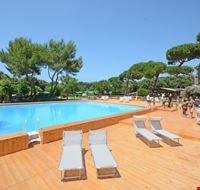 La piscina del camping village nel Lazio