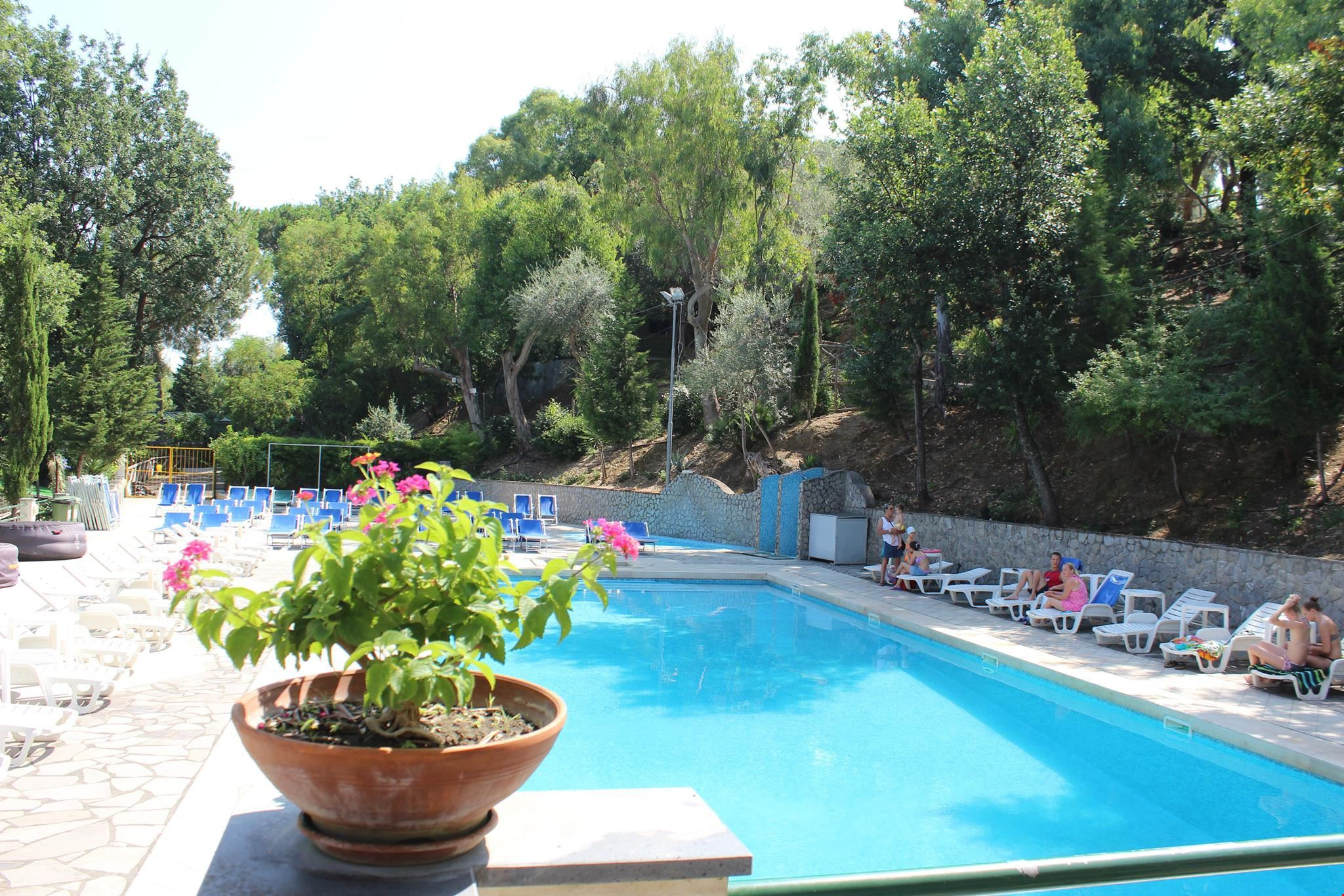 Camping Village con Piscina a Sorrento