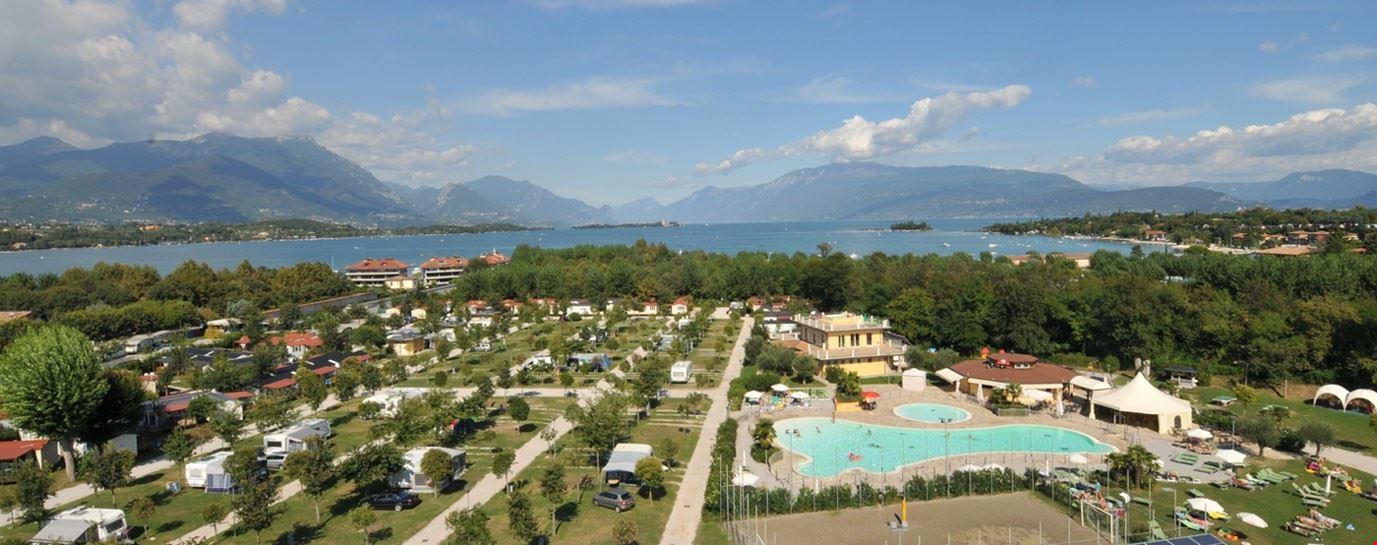 Villaggio sul Lago di Garda