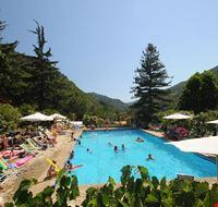 Villaggio con Piscina in Liguria