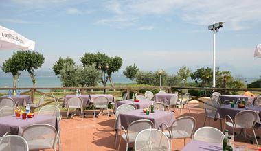 Villaggio con Ristorante sul Lago di Garda