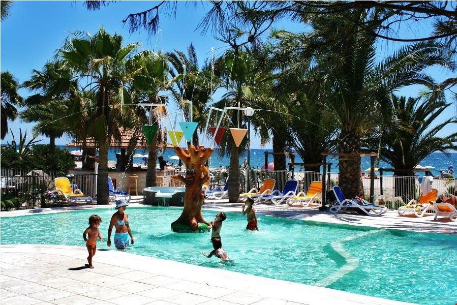 Villaggio Vacanze con Piscina sul Mare in Corsica