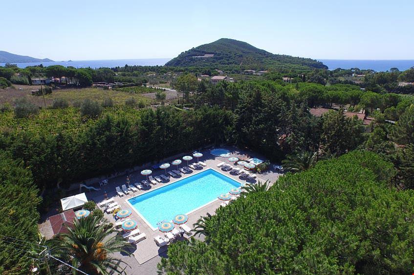 Piscina del Camping Village casa dei Prati all'isola d'Elba