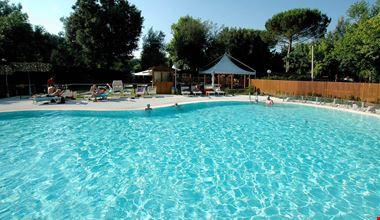 Camping Village con Piscina a Tirrenia, Pisa
