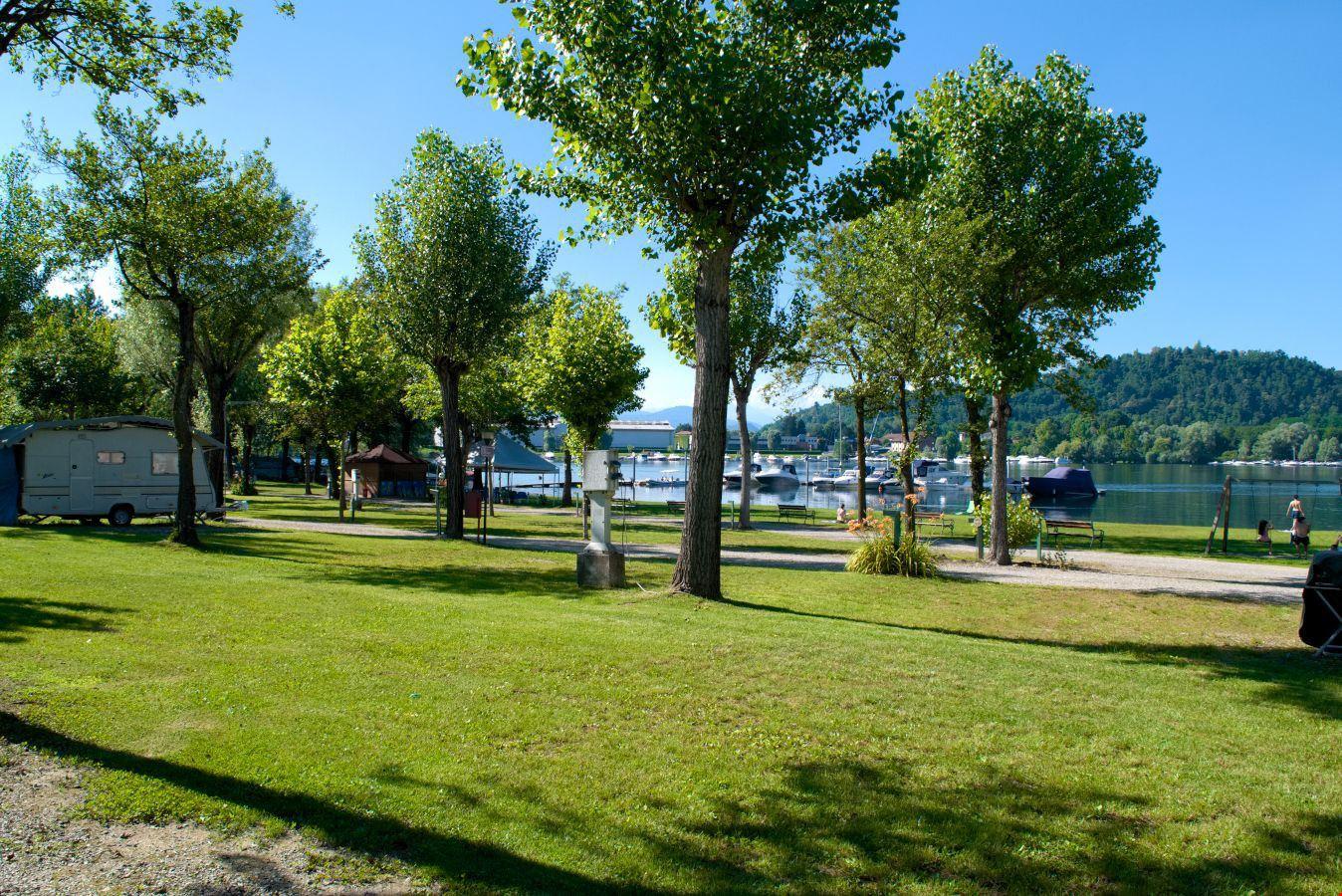 Camping con Spiaggia Privata sul Lago Maggiore