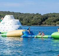Giochi gonfiabili in mare in Croazia